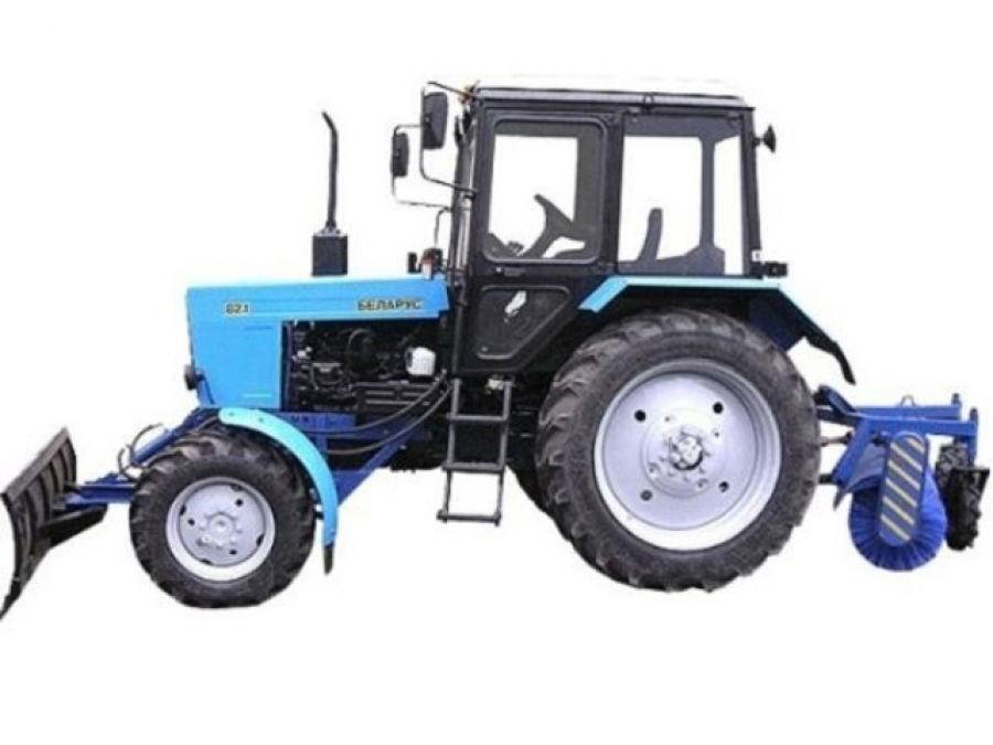 Трактор Мтз — 82.1 с отвалом и щеткой