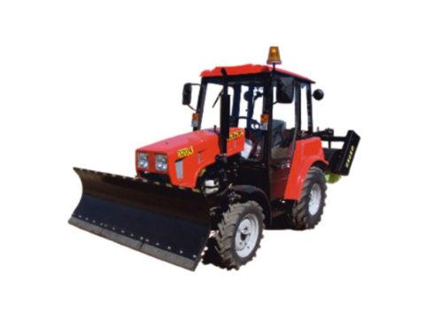 Трактор МТЗ-320.4МК с отвалом и щеткой