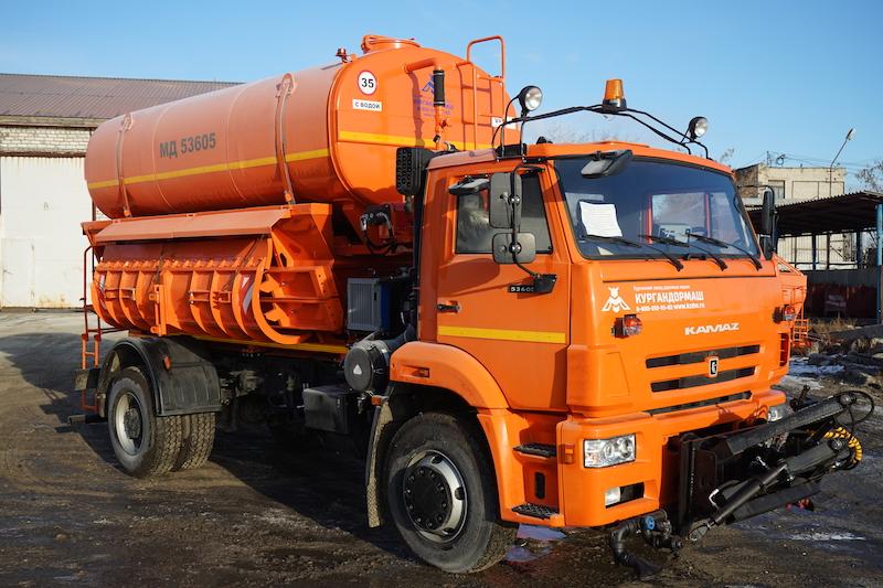 Коммунальная дорожная машина МД-53605